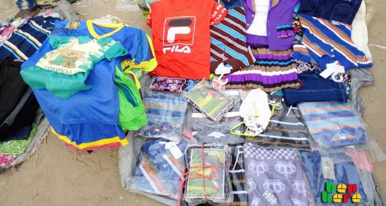 mere celibataire habits fete Fête_vêtements_pour_enfants_marche_Tombouctou_Mali