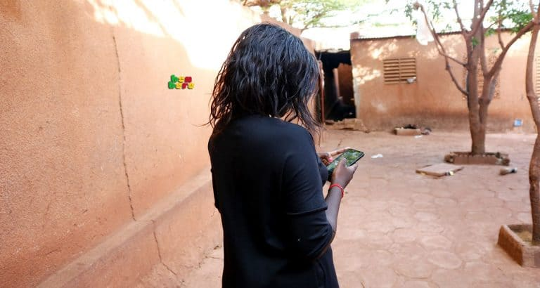 Amour virtuel telephone jeune fille maison Bamako Mali