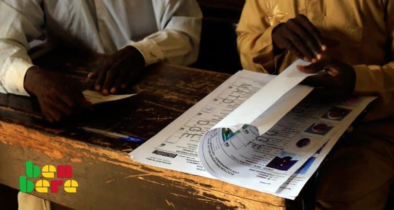 presidentielle raison se presenter Liste_electorale_bureau_Bamako_Mali