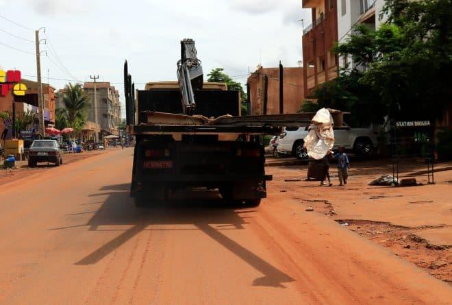 Pourquoi la circulation des camions-bennes n'a pas pu être réglementée sur la route de Kabala ?
