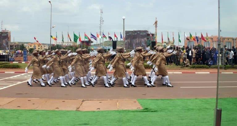 defile 22 septembre puissance armee malienne Defile_fete_independance_militaire_Bamako_Mali