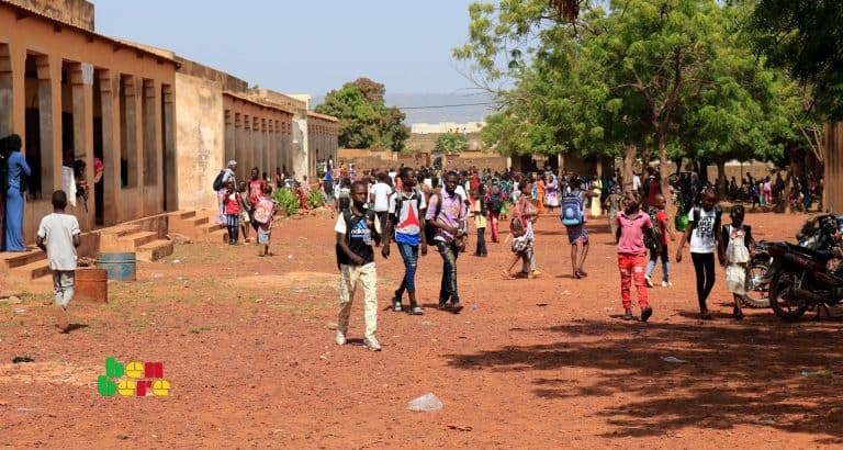 kayes rentree scolaire greve enseignants Eleves_ecole_cours_rentree_Bamako_Mali