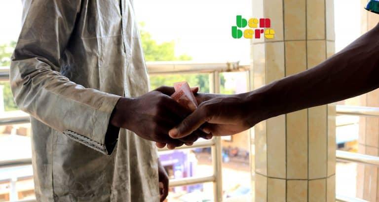 societe civile corruption salutations_billet_1000_francs_hommes_Corruption_Bamako_Mali