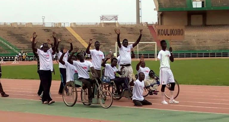 handicapes postes responsabilite Handicapes_defile_jrunes_Malirns_stade_Bamako_Mali