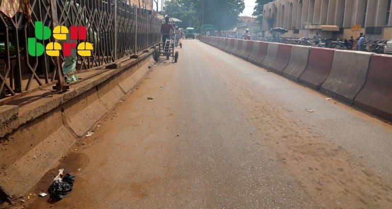 bamako meilleure saison Route_charriot_ Goudron_Jeune_Bamako_Mali