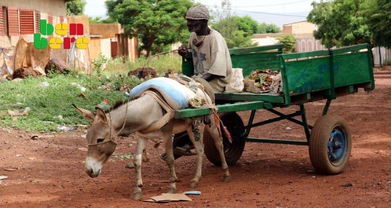 haro sevices infliges anes ane_charriot_ordudure_vieil_homme_rue_Bamako_Mali