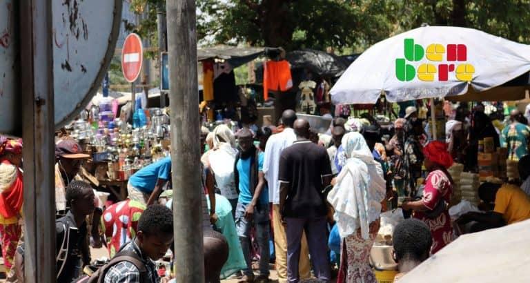 narcos bamako dealers rail da place_publique_passants_marchandises_vendeurs_jeunes_Bamako_Mali