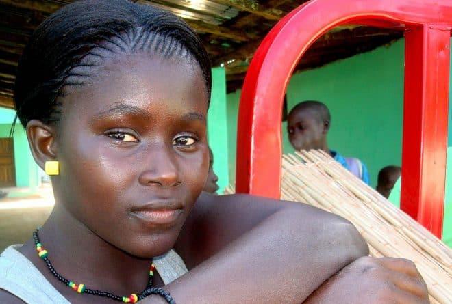 A Kayes, l'avenir de Fatoumata hypothéqué par les travaux domestiques