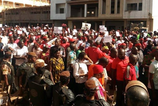 A Bamako, les enseignants marchent pour dire « non » au blocage des salaires
