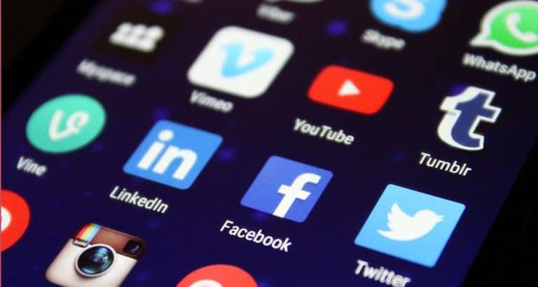médias traditionnels réseaux sociaux