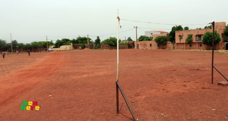 terrain sport prix affrontements