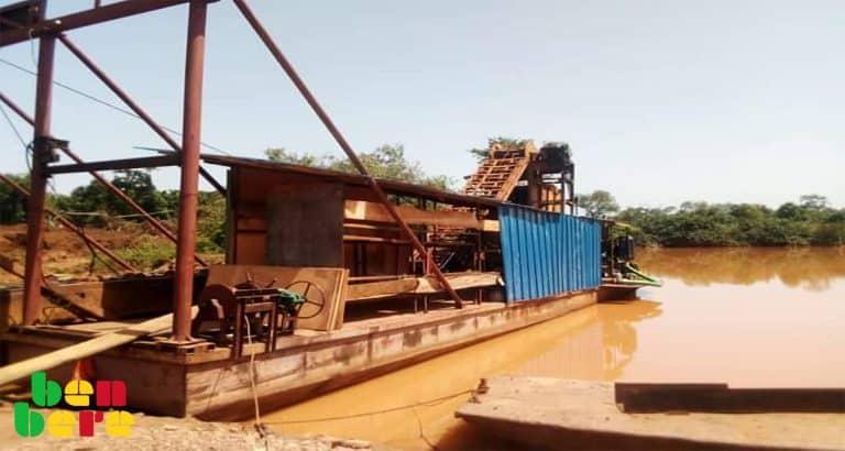 Kayes : à Kéniéba le dragage continue, malgré l'interdiction du gouvernement