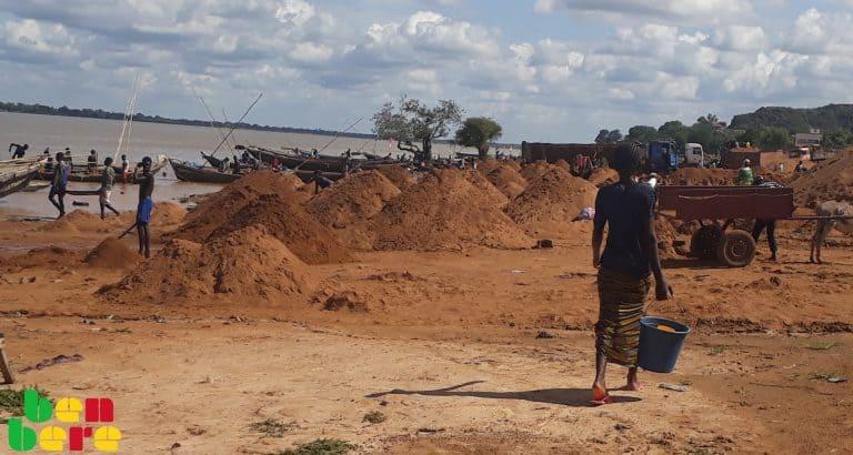 De Mopti à Koulikoro : trajectoire de jeunes filles exploitantes de sable