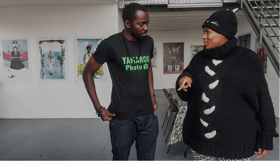 John Kalapo et une photographe sud-africaine également en «Résidence» à la galerie NEGPOS. ©John Kalapo
