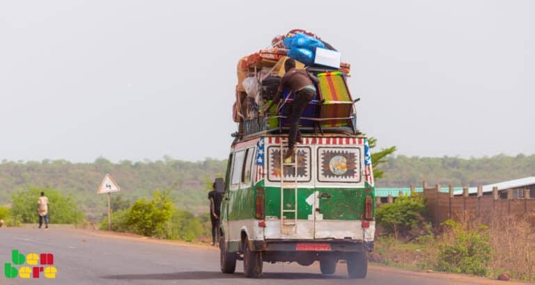 À Bamako, la résistance couteuse des vieilles voitures