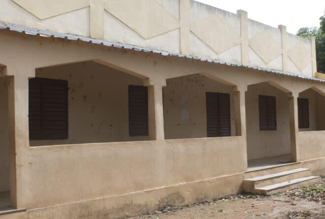 Après 500 km de marche par Tiekoro Dabo, l'école de Lahandy attend toujours d'être réhabilitée
