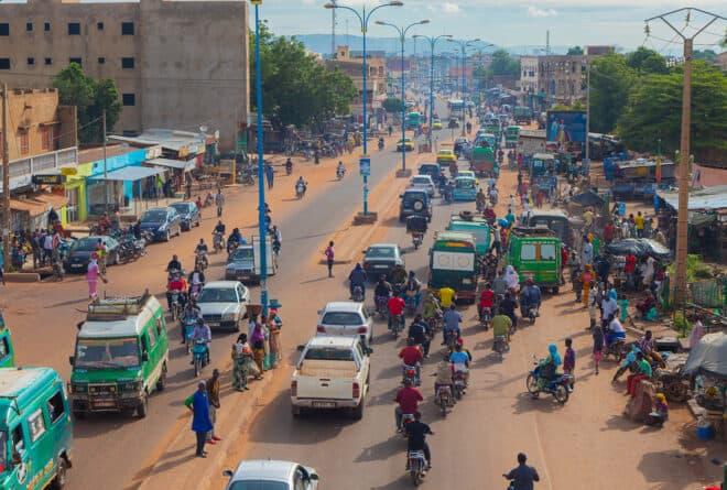 Transition au Mali : l'école et l'insécurité au centre des préoccupations, selon une enquête d'opinion