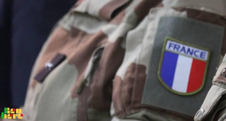 Trois 3 soldats français sont morts après s'être tirés dessus ? Non, les circonstances sont différentes