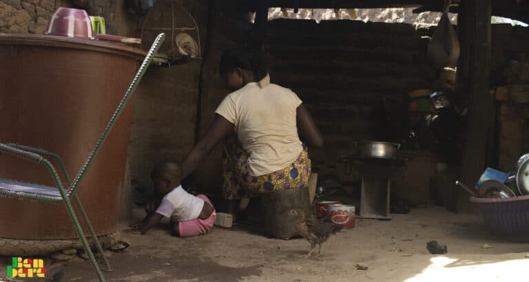 Bamako : abandonnée par son mari, Djénéba et ses 8 enfants