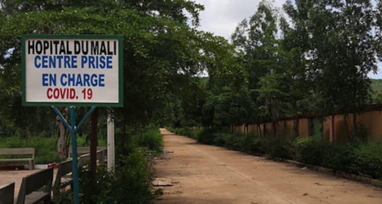 Au cœur de l'Hôpital du Mali à Bamako lors de la première vague de Covid-19