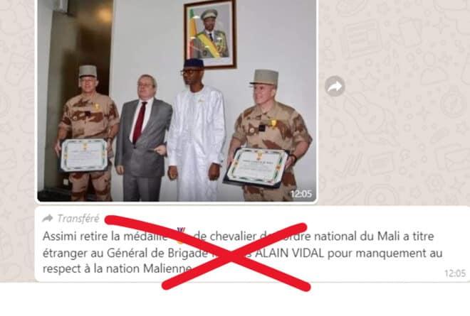 #BenbereVerif : Assimi Goïta a-t-il « retiré » une médaille au général français Alain Vidal ?
