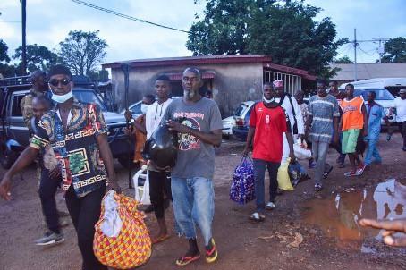 Des opposants d'Alpha Condé libérés par les putschistes sortent de prison. Conakry, 7 septembre 2021. Cellou Binani/AFP